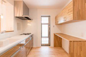 造作のキッチン収納アイデア