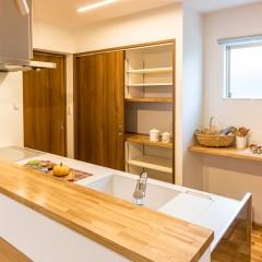 ファミリーボックス・ユートピア設計が建てた30坪台の施工事例-キッチン