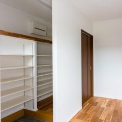 ファミリーボックス・ユートピア設計が建てた30坪台の施工事例-玄関
