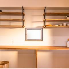 ファミリーボックス・ユートピア設計が建てた36坪台の施工事例-キッチン造作棚