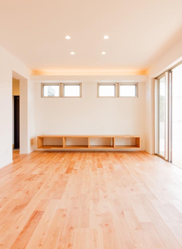シンプルな子育てハウス、25坪の白の家