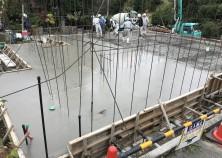 建物の基礎(ベタ基礎)の打設状況です。 これから、躯体工事に進んでいきます。