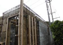 躯体工事が開始しております。 壁・梁の鉄筋チェックも完了しこれから返し枠に入っていきます。