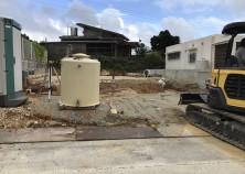 工事開始。排水管埋設し、石を敷き込み慣らして基礎下地完成です。