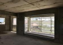 躯体の養生期間が終わりスラブ・梁の枠解体が完了しました。 これから床下部分の設備配管等を経て内部工事に入ります。