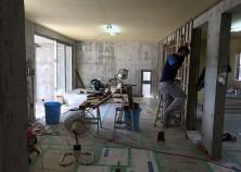 内部大工開始。床→天井→壁組み作業に入りました。 これから、扉枠・キッチンカウンターなどが組まれると、段々とお家らしくなってきます。