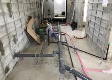 アルミサッシ取り付け・電気水道の配管も完了です。 内部大工工事を進めていきます。