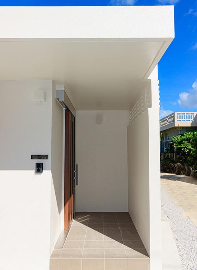 平屋の二世帯住宅、55坪の白の家