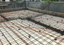 ~スラブ配管~  コンクリートをうつ前のスラブはこんな感じに。 断熱材をしっかり敷いて電気配管を通してます。 しっかりチェックを行った後はいよいよ打設です^^