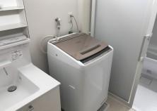 完成しました(アイキャッチ画像にて) 写真にあるように、購入or既存の洗濯機を持ち込む際などは、事前に大きさなど伝えてもらうと綺麗に収まめることができます。 最近の洗濯機は、高さがあったり、フタが大きく開くものなどあり、その場合乾燥機にあたってしまったり、水栓・コンセントにかかるなどが起こりえます。 家具家電など先に決めて、プランしていくのも家つくりのコツかもしれません。