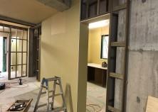 ~内部大工開始~ 型枠を解体した後、内部大工の工事が始まります。 床➝天井➝壁の順で工事を進めて行きます!