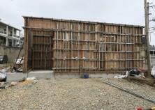前回からたった3日で、一気に建物らしくなりました。 基礎工事同様、壁鉄筋組み→設備配管→スラブ工事と移っていきます。