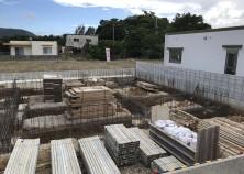 基礎土工事と鉄筋工事が完了しました。 次は基礎型枠工事を行います。