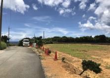 ファミリーボックスで初の、東村の現場が着工しました! 海の側、パイナップル畑に囲まれた、自然にあふれた場所です。