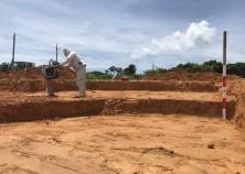この建設地は以前は畑地だったため、今回は地質改良を行っています。