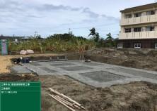 台風接近の為、思うように進まなかった基礎工事ですが、本日ようやく捨てコンクリートを打設しました!ちなみに捨てコンとは構造体ではなく、基準となる墨を出す為に打つコンクリートのことです!