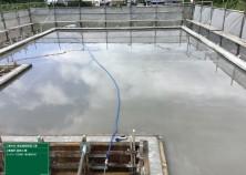 晴天の中、躯体コンクリート打設が無事に完了しました! 基礎の時と同じく、急乾燥によるひび割れ防止の為、スラブに水を貯めてこれからゆっくり約一カ月の養生期間に入ります(^^)/ 次回からは内部の工事です!