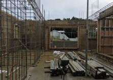 外壁枠組み→壁鉄筋組み完了。このあと、壁の設備配管をして返し枠組みに移ります。