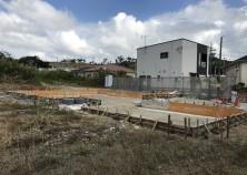基礎枠組み完了。浄化槽から手前はガレージ、奥が住宅になります。