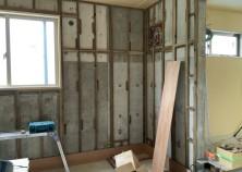 内装 進捗状況 床・天井・壁と進み、クロス~仕上げ工事に進みます