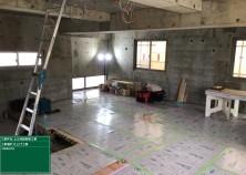 内部の仕上げ工事がはじまりました! 1階部分の床貼りが完了し、傷・汚れをふさぐための養生作業が完了しました!綺麗な状態で丁寧に進めていきます(^^)/