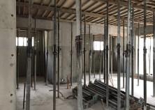 打設1週間後、壁枠解体完了。さらに3週間ほど置いて、スラブ枠解体に入ります。