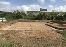 基礎下地整地完了。型枠を固定しやすいように、捨てコンクリートを打っています。