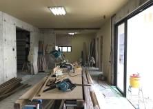 内部大工開始。天井が張り終わり、ただいま壁組み作業に入っています。 ここから一気にお部屋らしくなっていきます!