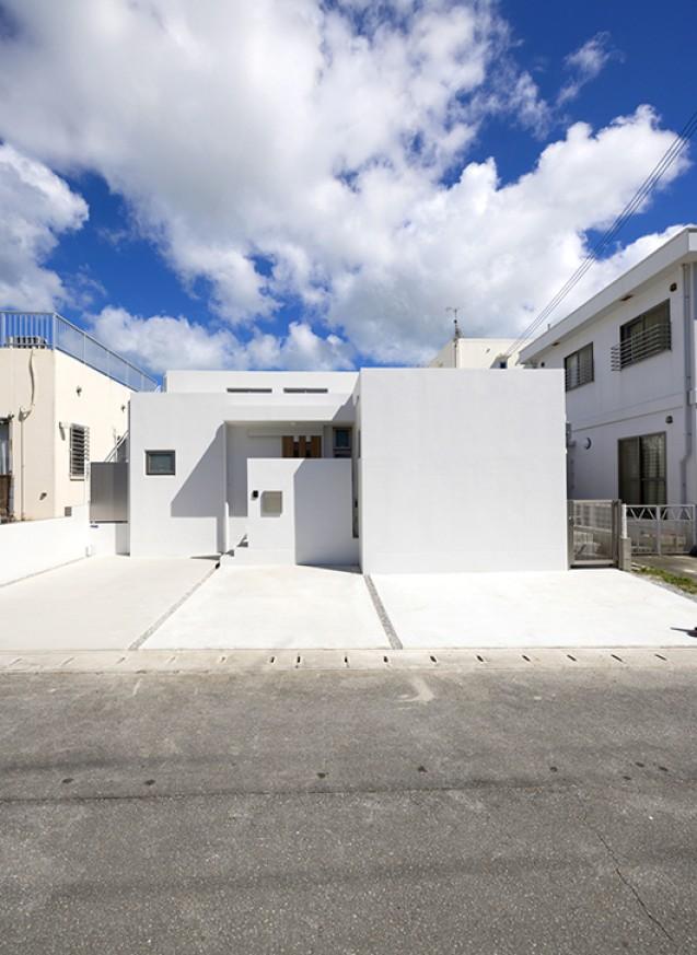 25坪・吹き抜けリビングの白の家