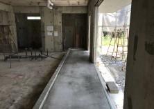 養生期間が終わり、すべての型枠が解体されました。 このお宅は、玄関から掃き出し窓まで土間続きになっています。 まもなく内部大工開始です!