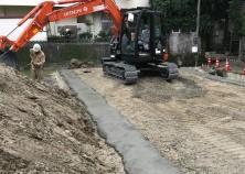 基礎の床掘作業が完了して、捨てコン打設まで終わりました。 次は基礎工事に進んで行きます。