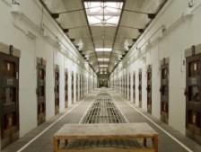 監獄ホテル