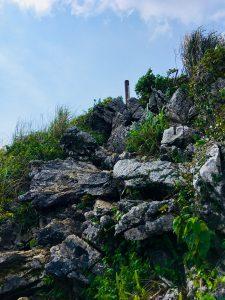 嘉津宇岳頂上付近